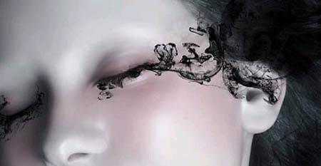 7,打开素材图中的黑色薄纱,勾出来防到人物的眼角边,执行菜单:滤镜