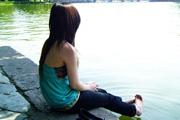 图片标题:猫迷···寂静夏日 关键字:美女 背影 河边  加入时间:2008-10-24 14:03 加入作者:redocn