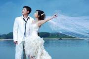 图片标题:2009,我的新人生!结婚了!(申精) 关键字:婚纱 湖边婚纱  加入时间:2009-6-30 22:56 加入作者:木子过客