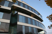 图片标题:挪威奥斯陆奔驰汽车4S店室内和建筑欣赏 关键字:奔驰汽车 4S店 展厅外景  加入时间:2009-7-18 10:38 加入作者:lq8639